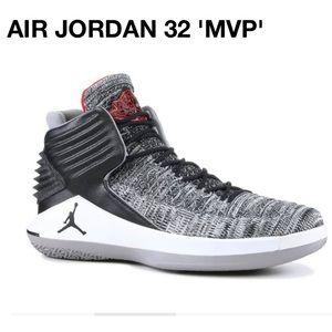 NIKE AIR JORDAN 32 'MVP' - 4.5Y / SZ 6